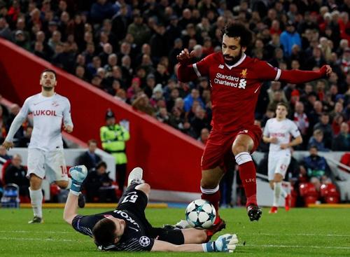 Neville tiên đoán Liverpool dừng tại Roma