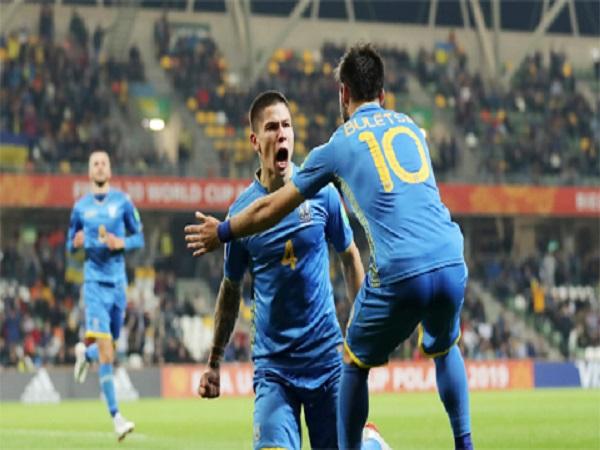 U20 Ukraine đặt 1 chân vào vòng sau