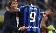 Antonio Conte vui mừng với chiến thắng của Inter trước Lecce