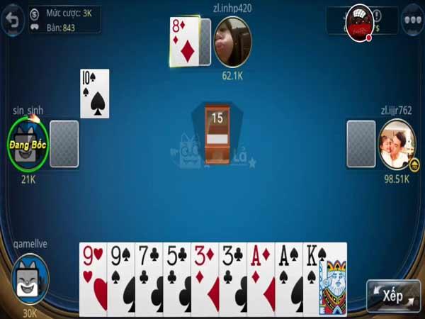 Biết cách soi bài là điều bắt buộc người chơi cần nắm được khi đánh phỏm tá lả